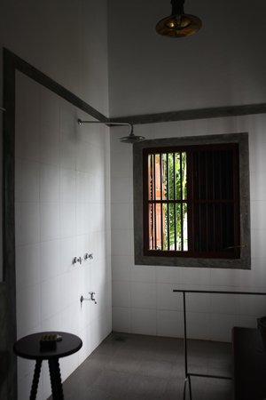 Tamarind Hill: bathroom