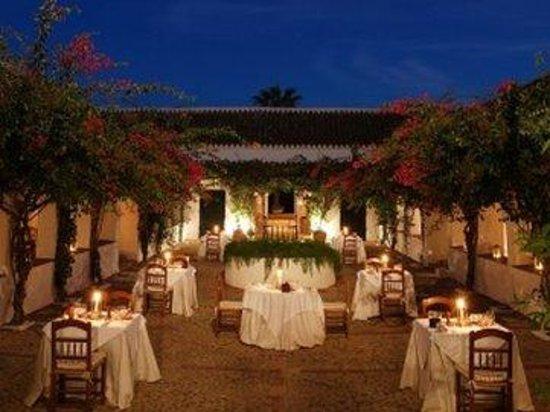 Hacienda de San Rafael: Outdoordining