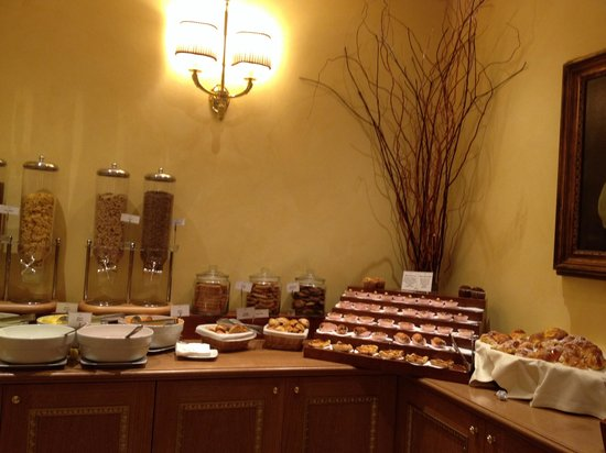 River Palace Hotel: Breakfast at River
