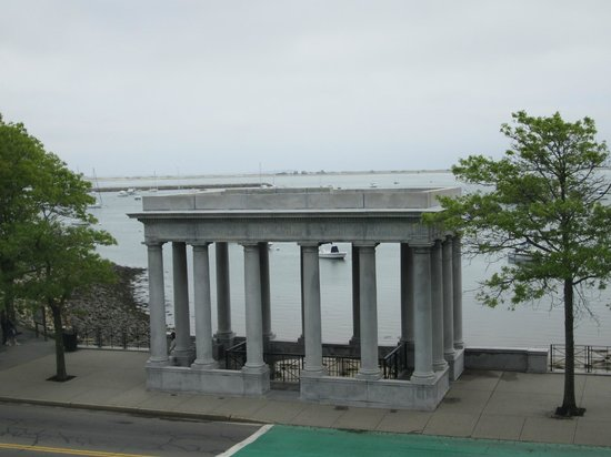 Plymouth Rock: Monument where rock is housed