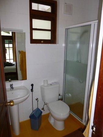 سيرين جاردن هوتل: bathroom