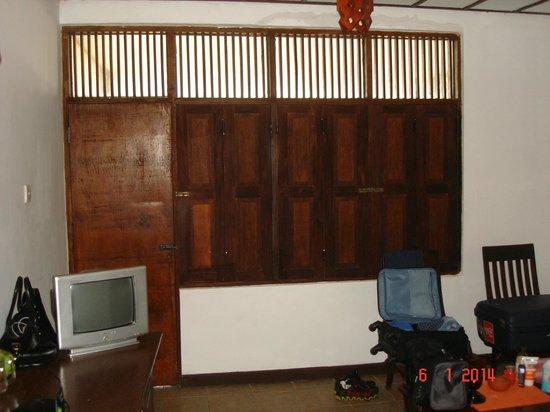 Club Koggala Village: окна в номере, если это можно так назвать