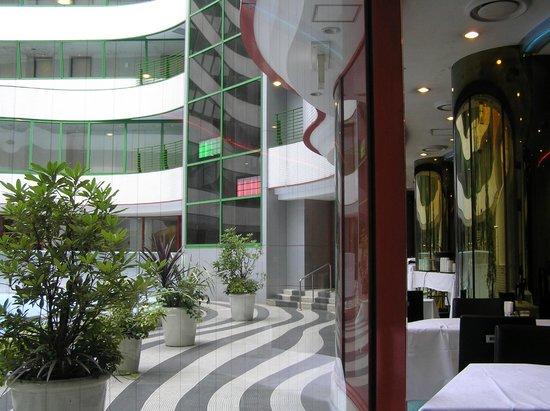 Hotel Villa Fontaine Roppongi : Вид с окна ресторана во двор