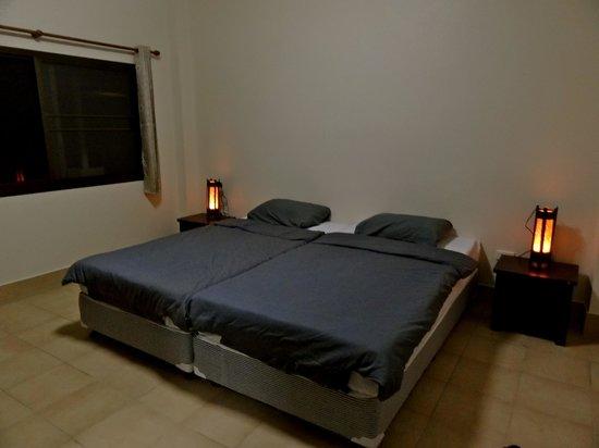 Ban Lom Jen Homestay: The standard room at Ban Lom Jen - Minimalistic and cosy.