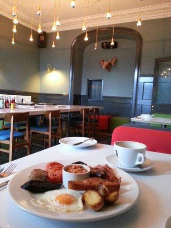 The Falmouth Townhouse: A great Full English breakfast in a stylish dining room!
