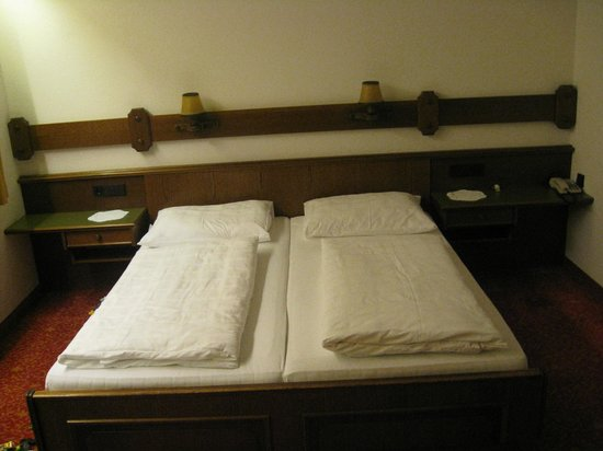 Hotel Gesser: Nice double bed for adults