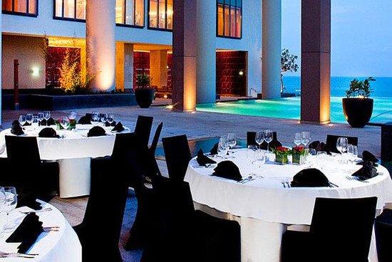 Sheraton Nha Trang Hotel and Spa: Poolside Set Up