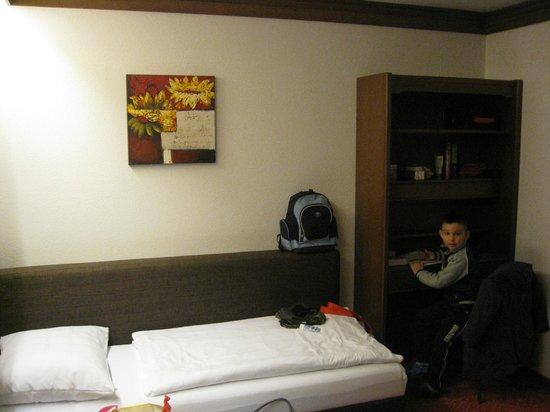 Hotel Gesser: Children room/bed