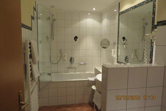 Hotel Mohrenwirt: Bathroom