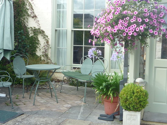 Henwick House: seating out side