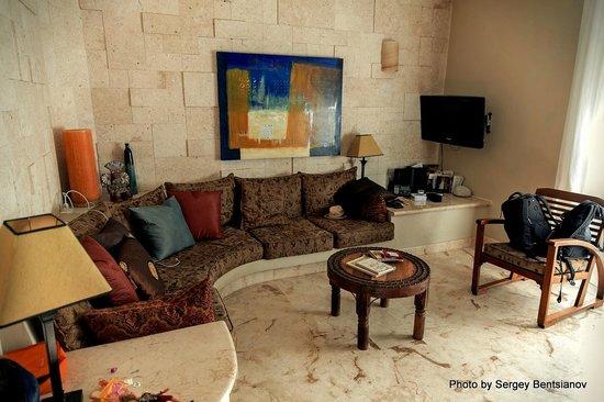 El Taj Oceanfront & Beachside Condos Hotel: гостинная