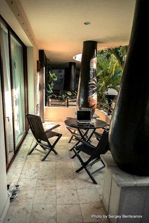 El Taj Oceanfront & Beachside Condos Hotel: балкон