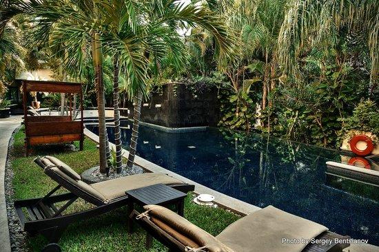 El Taj Oceanfront & Beachside Condos Hotel: бассейн во 2-м корпусе