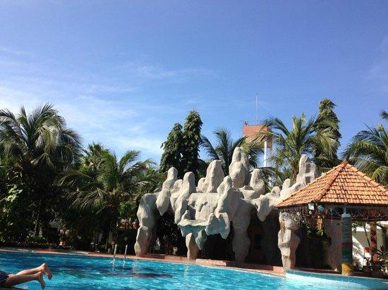 Bon Bien Resort: бассейн