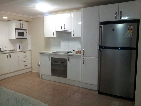 Wahroonga Waldorf Apartments: Kitchen