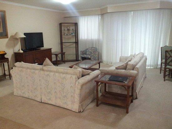 Wahroonga Waldorf Apartments: Living room