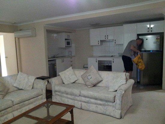 Wahroonga Waldorf Apartments: Living
