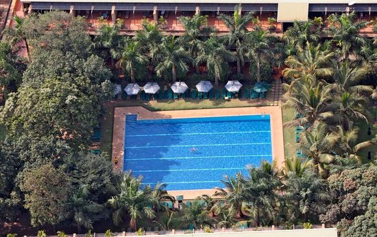 Kabira Country Club: Swimming Pool