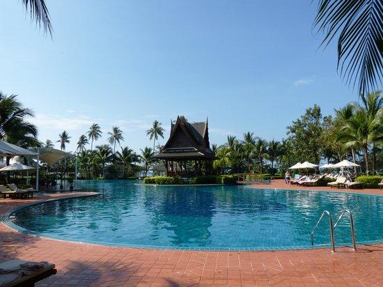 Sofitel Krabi Phokeethra Golf & Spa Resort: Piscine de l'hôtel. (une partie)