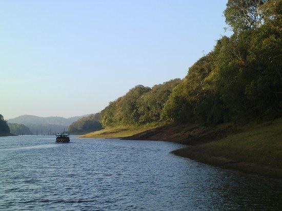 Periyar Wildlife Sanctuary : boating