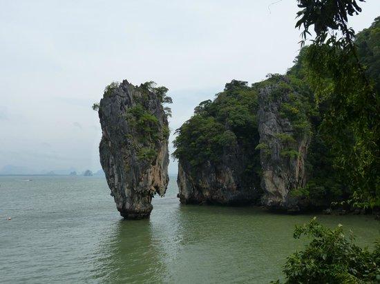 """Sofitel Krabi Phokeethra Golf & Spa Resort : Ko Tapu alias """"James Bond Island""""."""