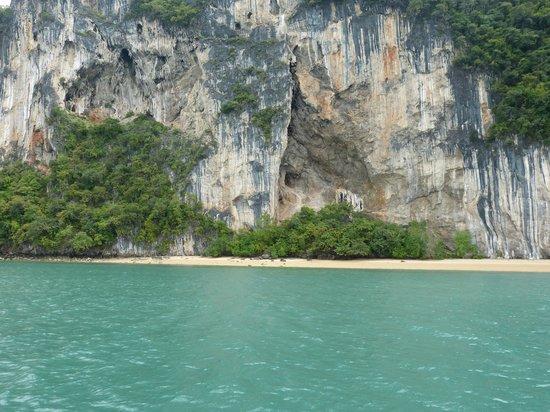 Sofitel Krabi Phokeethra Golf & Spa Resort: Plage pour le picnic durant le James bond Trip.