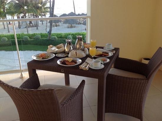 Secrets Royal Beach Punta Cana: room service breakfast