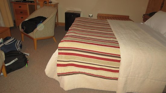 Hotel Cabana del Lago: Our Bedroom.
