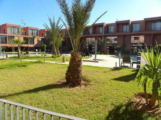 Hotel Rawabi Marrakech & Spa: Atrio hotel con piscina