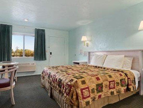 Days Inn Parowan: Standard King Bed Room