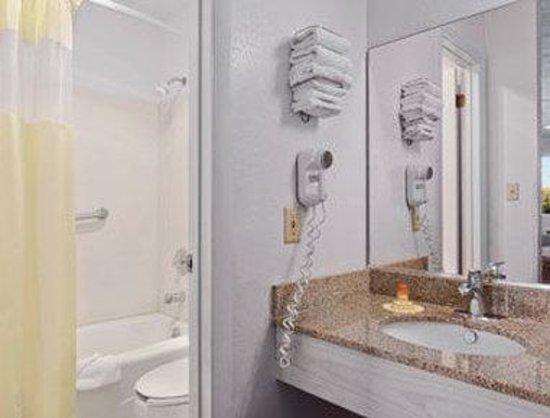 Days Inn Parowan: Bathroom