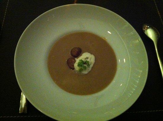 W St. Petersburg restaurant : Крем-суп из камчатского краба