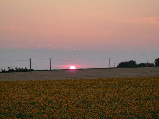 Breuil la Reorte, Γαλλία: coucher de soleil à Javernay