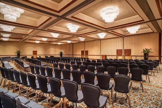 Sheraton Columbus at Capitol Square Hotel: Governors Ballroom Meeting