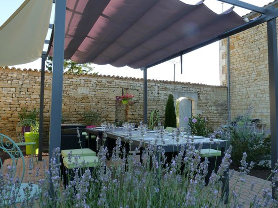 Breuil la Reorte, Γαλλία: table d'hôte en extérieur
