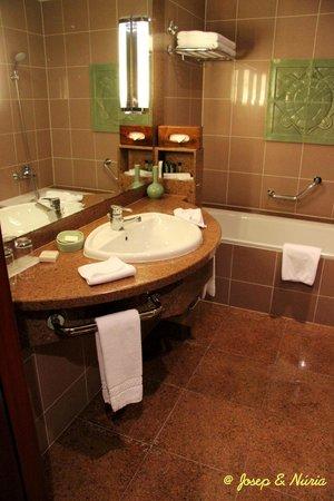 Hilton Hanoi Opera : Cuarto de baño de la habitación estándard