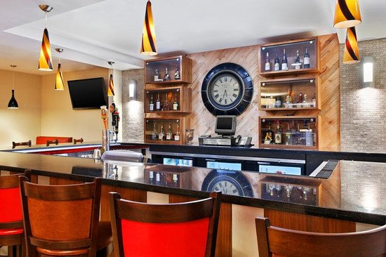 Four Points by Sheraton College Station: Bar