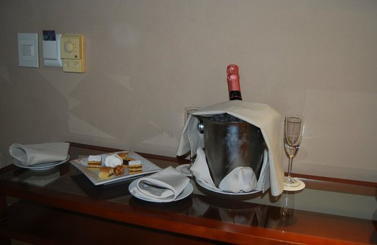 Sheraton Iguazu Resort & Spa: Champagne and Pastries COurtesy of the Hotel (Our anniversary present from them)