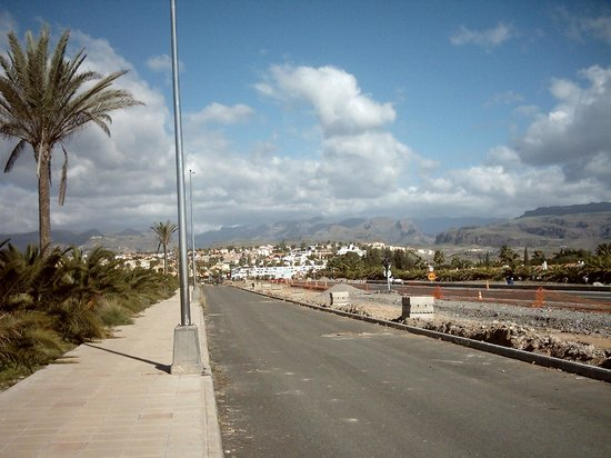 Venesol Apartments: On Way to Beach