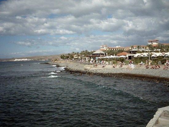 Venesol Apartments: Coastline