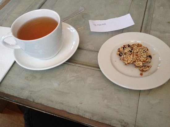 Prana Kafe : Tea & Tea Biscuit