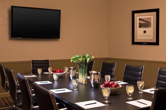 فور بوينتس باي شيراتون كالامازو: Board Room