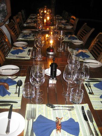 Needles Lodge: The dinner table set for a delicious feast!