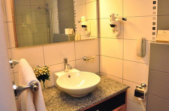 Surmeli Istanbul: Bathroom