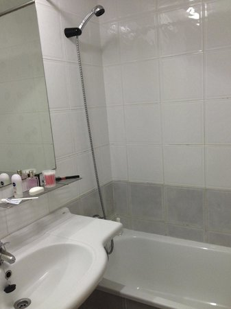 Apartamentos Benibeach: shower lots of hot water day and night