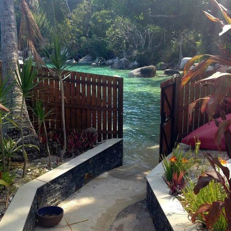 East Bedarra Island Retreat: SO close to the water