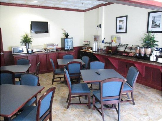Executive Inn - Park Avenue Hotel: Breakfast Area