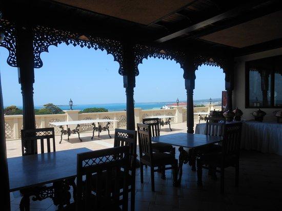 Golden Tulip Zanzibar Botique Hotel: Rooftop Restaurant