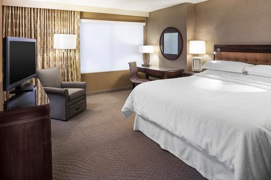 Sheraton Hartford South Hotel: King Guest Room