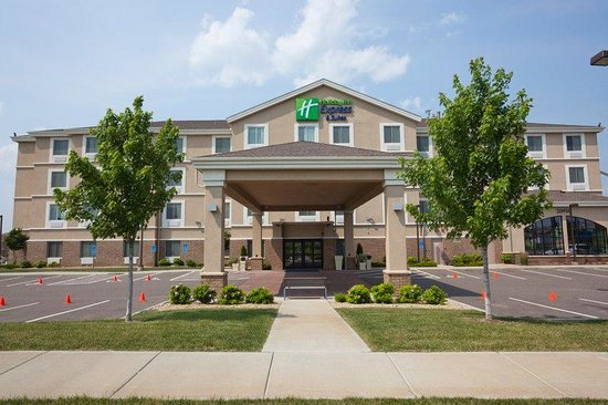 Holiday Inn Express & Suites Rogers : Exterior Feature